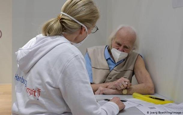 Нові варіанти коронавірусу: кому потрібне третє щеплення