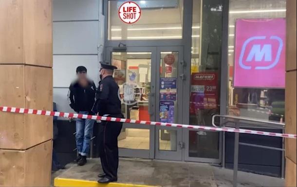 В Москве семья отравилась арбузом, два человека погибли