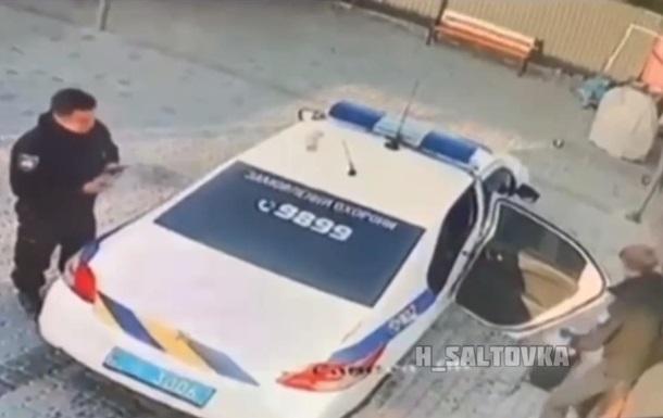 На Донбасі поліцейські вкрали сміттєву урну