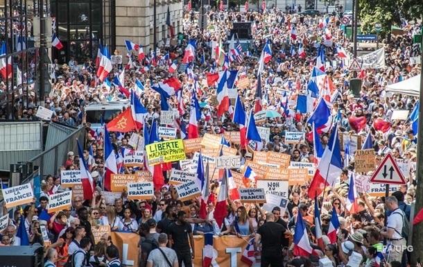 Во Франции произошли столкновения из-за паспортов здоровья