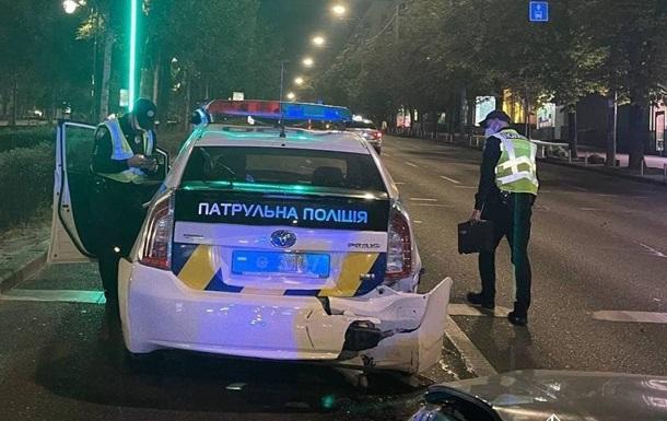 В Киеве пьяный водитель влетел в полицейское авто и травмировал патрульных - «Украина»