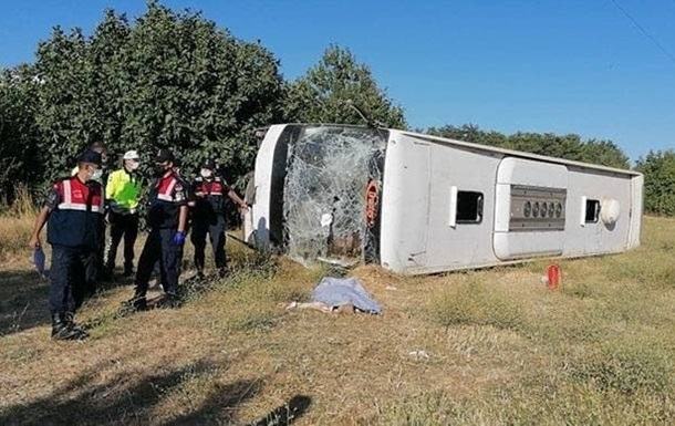 У Туреччині перекинувся автобус з українцями, є жертва