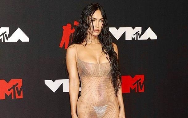 Меган Фокс вразила фанатів прозорим вбранням