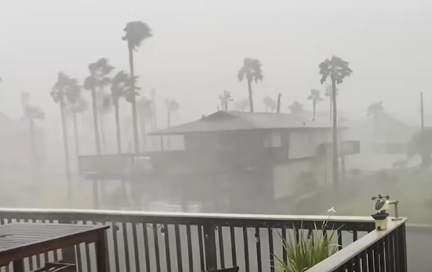 Ураган Ніколас ослаб до шторму і накрив США