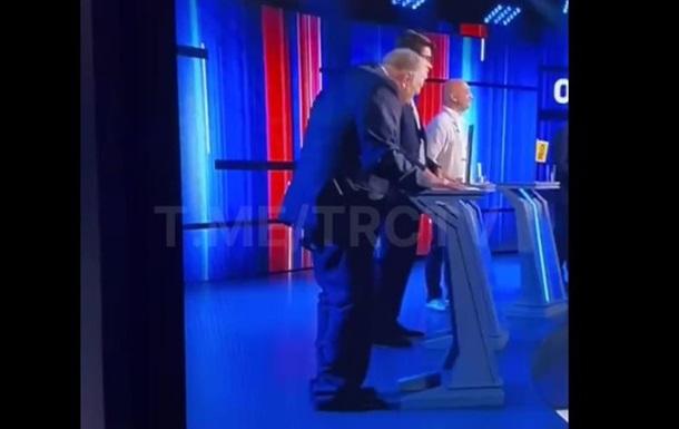 У Жириновського у прямому ефірі сповзли штани