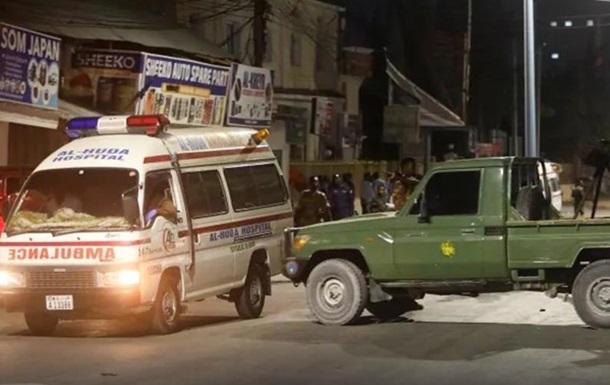 В Сомали при подрыве смертника погибло 10 человек - СМИ