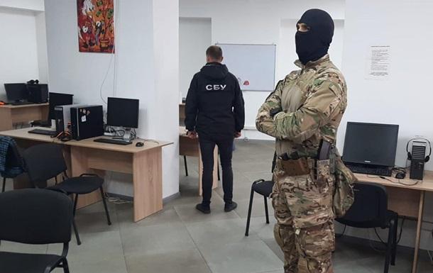 У Сумській області ліквідували два шахрайських колл-центри