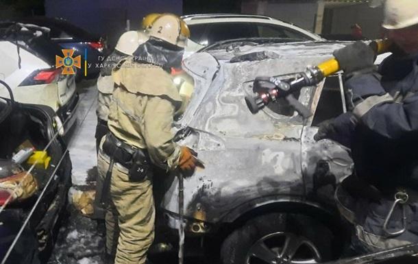 В Харькове на стоянке горели шесть автомобилей