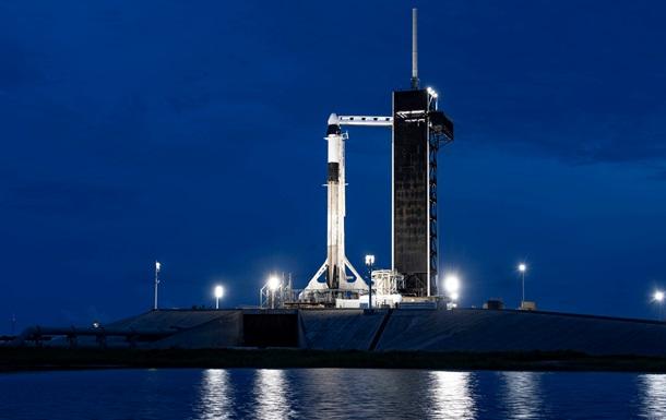 SpaceX отправила в космос первых туристов