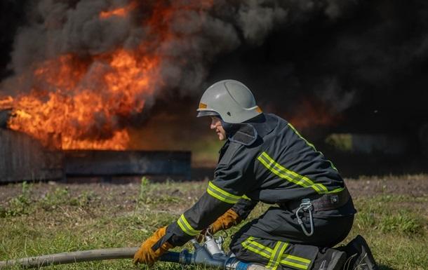 На Закарпатті згорів цех з виробництва брикету