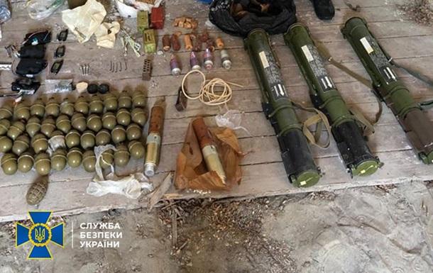 На Закарпатті виявили велику схованку з боєприпасами та вибухівкою