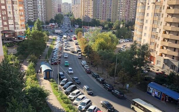 В Киеве на Позняках ввели плату в 70 гривен за день парковки – журналист