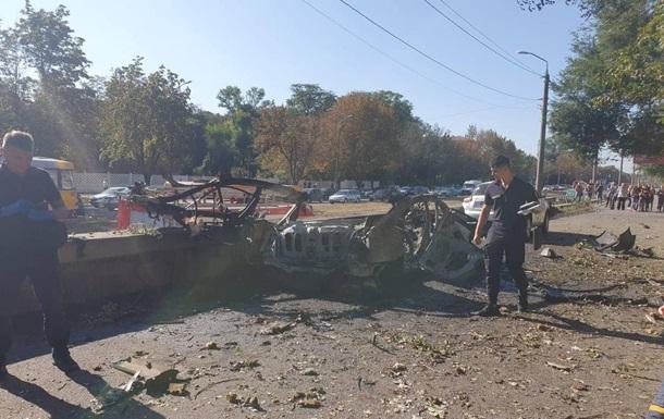 Причиною вибуху авто в Дніпрі стала бомба - ЗМІ