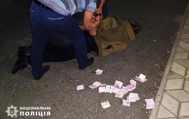На Миколаївщині поліцейський чиновник вимагав хабарі у підлеглих