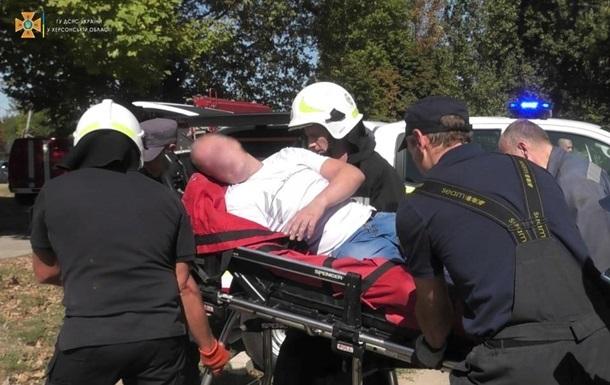 В Херсоне на мужчину рухнула бетонная плита