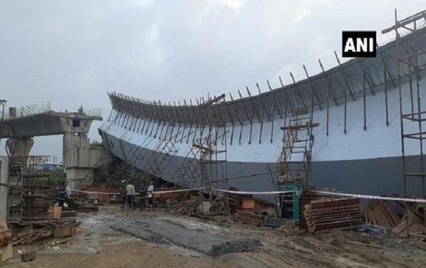 В Индии при обрушении эстакады пострадали 14 человек