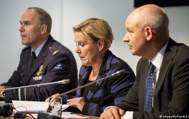 Міністр оборони Нідерландів пішла у відставку слідом за главою МЗС