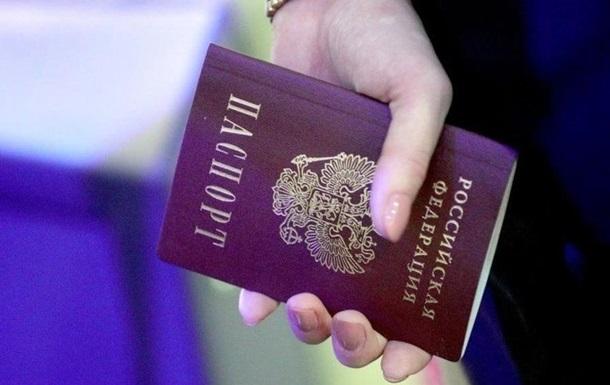Жителям ОРДЛО роздають паспорти РФ для голосування