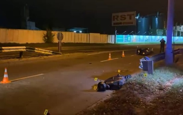 У Києві скутер протаранив відбійник, водій загинув