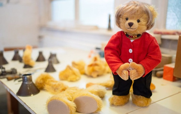 У Німеччині створили плюшевого ведмедика в честь Меркель