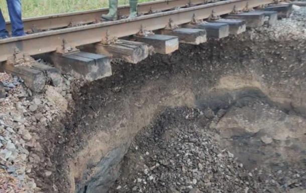 Поїзд Чернівці - Київ був змушений змінити маршрут