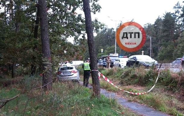 В Киеве авто насмерть сбило девушку на остановке