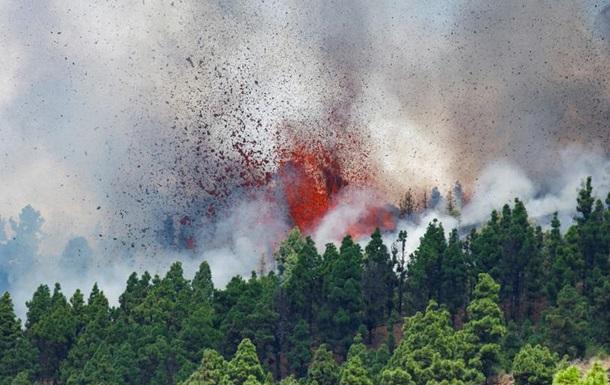На Канарах вивергається вулкан Кумбре-В єха