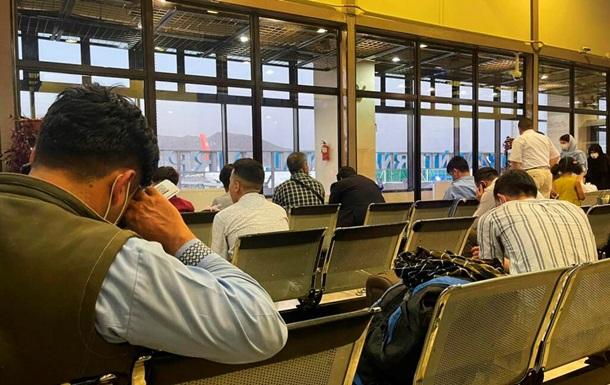 Міжнародний аеропорт Кабула офіційно відновив роботу - ЗМІ