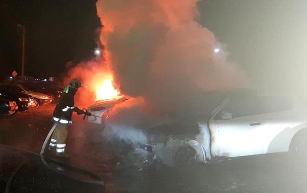 У Полтаві горіла автостоянка, підозрюють підпал