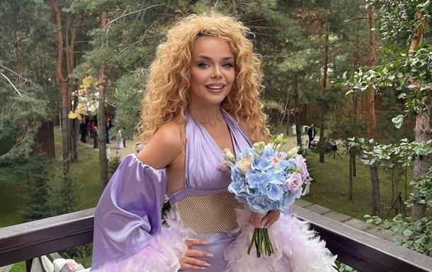 Алина Гросу похвасталась образом подружки невесты