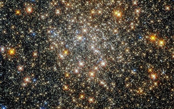 Hubble запечатлел шарообразное скопление звезд в Змееносце