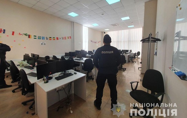 У Харкові накрили call-центри шахраїв, які дзвонили від імені банків