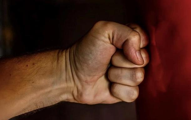 В Виннице мужчина избил двух женщин, отвергших его домогательства