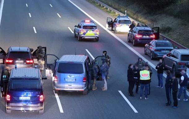 У Німеччині озброєний чоловік захопив туристичний автобус