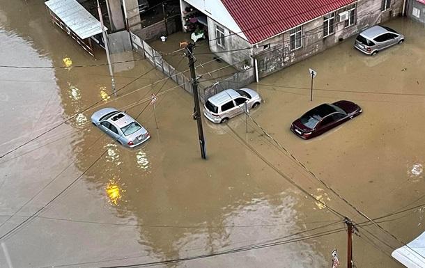 В Грузии ливень затопил улицы в курортном городе