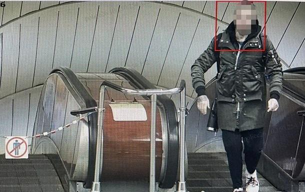 В Киеве иностранец угрожал оружием пассажирам метро