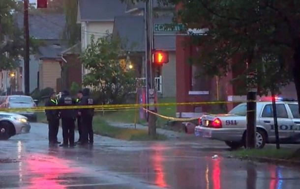 У США обстріляли автобусну зупинку, загинув підліток
