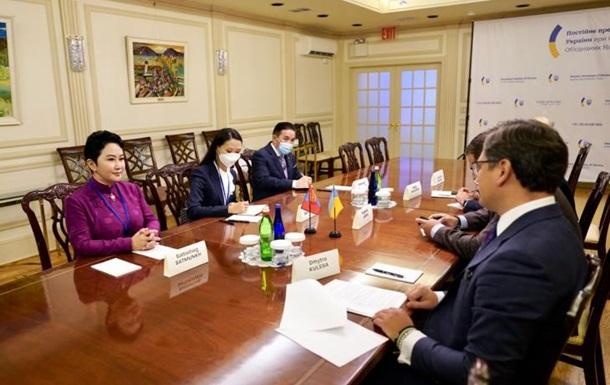 Шукаємо вигоду для України : Кулеба провів переговори з главою МЗС Монголії