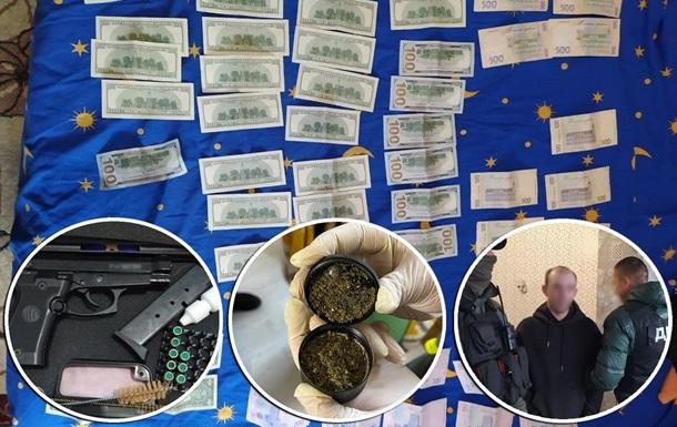 Видавали себе за поліцейських і викрадали людей: у Києві затримали банду