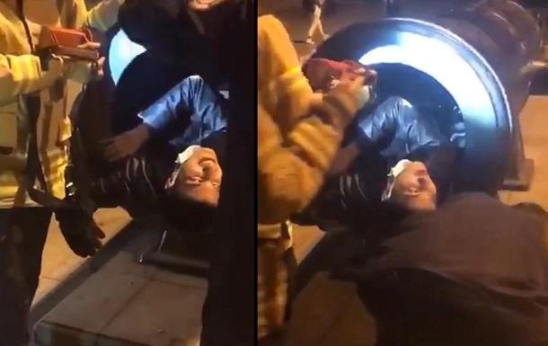 У Стамбулі чоловік застряг у гарматі під час зйомки