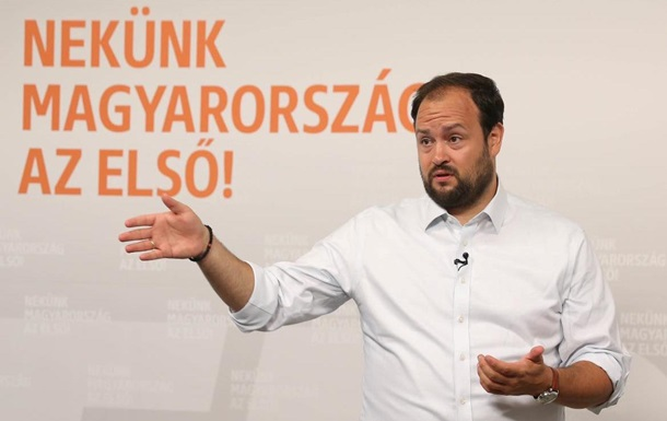 В Украину не пустили венгерского депутата с `гумпомощью` для Закарпатья