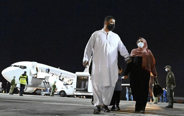 В Киев прибыл самолет с эвакуированными из Кабула