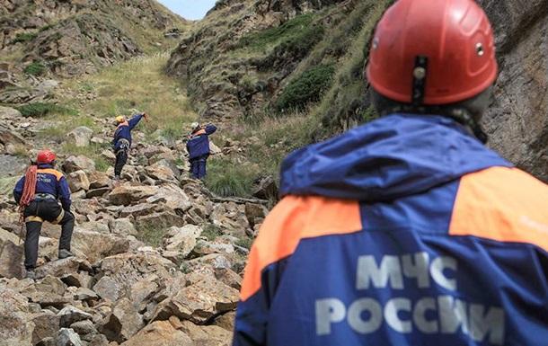 На вершине Эльбруса застряла группа из 23 человек, трое из них погибли