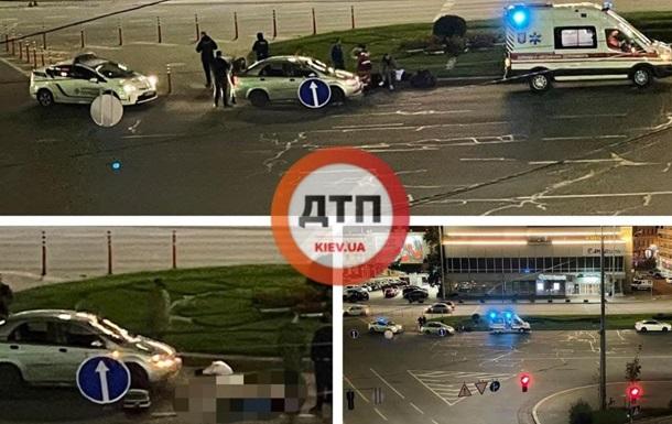 Между двумя переходами: в Киеве пешехода сбили два авто