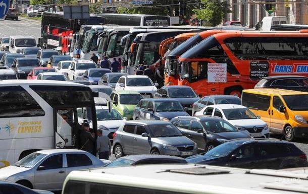 Негода в Києві: столицю скували затори