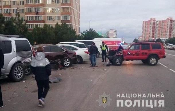 В Черноморске подросток за рулем протаранил шесть авто