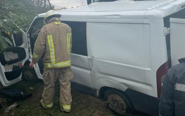 На Одещині фура зіткнулася з легковиком: п ятеро постраждалих