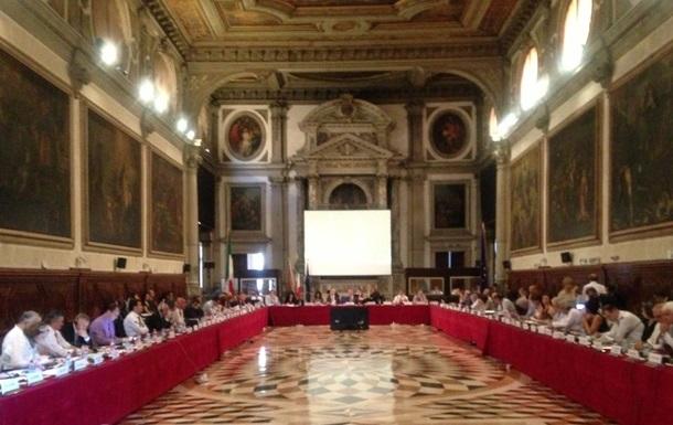 Венецианка запросила текст закона об олигархах