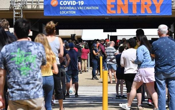 Австралія вакцинувала від COVID половину дорослих