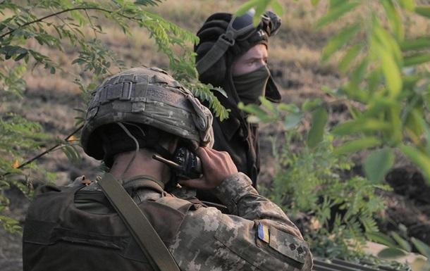 На Донбасі за день два обстріли, поранений військовий